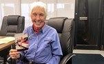 Wally, uma aviadora norte-americana de 82 anos, é a pessoa mais velha a viajar para o espaço. Ela foi uma das mulheres que participou do Mercury 13, programa da Nasa que realizou testes para saber se mulheres estariam aptas para fazer viagens espaciais