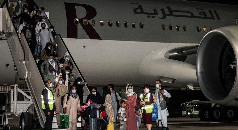 Passageiros e tripulação chegaram à noite em Doha, no Qatar