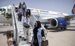 A companhia aérea israelense Israir inaugurou neste domingo (25) a primeira rota comercial direta entre Israel e Marrocos, sete meses depois da normalização das relações entre os dois países