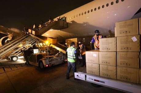 Avião trouxe equipamentos da China para o RJ