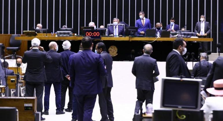 Votação da PEC do voto impresso no plenário da Câmara: proposta teve 229 votos favoráveis e 218 contrários