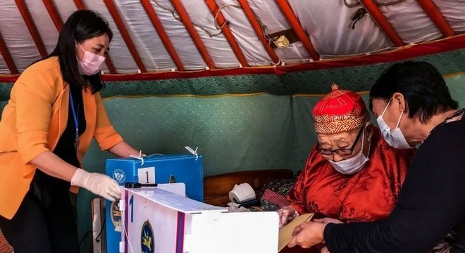 A Mongólia votou em um novo Parlamento em meio à pandemia