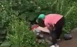 Testemunhas afirma que ela teria ficado indignada ao perceber o que a dupla aprontava entre os arbustos, em plena luz do diaLEIA AQUI A MATÉRIA NA ÍNTEGRA!