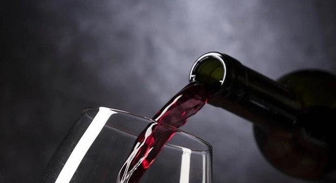 Ter  bebidas alcoólicas sempre disponíveis em casa pode aumentar o consumo