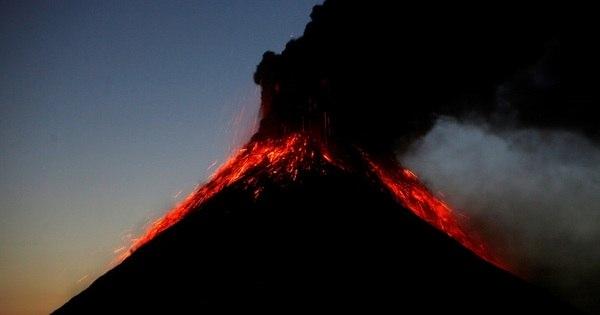Vulcão de Fogo da Guatemala registra até 20 explosões por hora