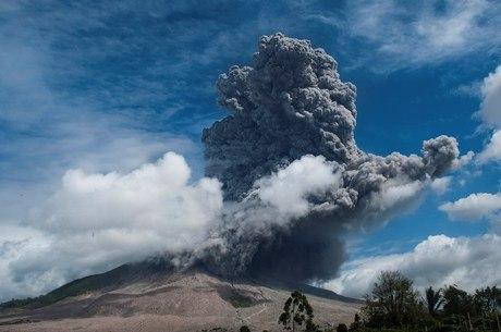Vulcão entrou em erupção pela 2ª vez