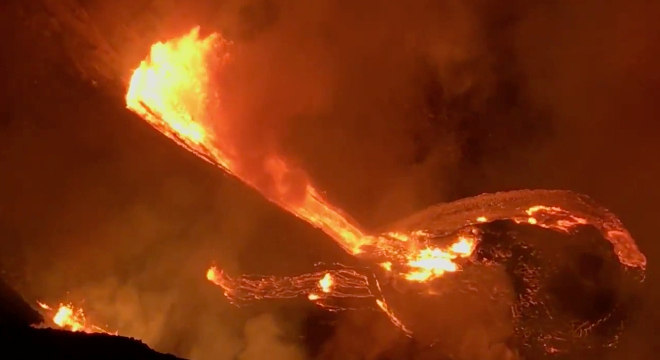 O vulcão Kilauea entrou em erupção na noite de domingo