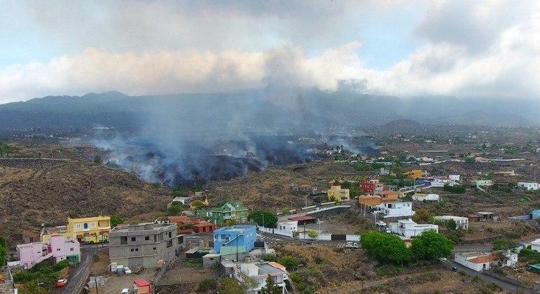 Erupção de vulcão em La Palma, no arquipélago das Canárias, destruiu mais de 300 casas e 150 hectares