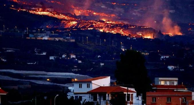 Lava lançada por vulcão Cumbre Vieja cobriu 166 hectares e destruiu 350 imóveis