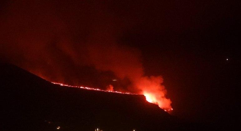 Lava do vulcão Cumbre Vieja já atingiu 709 hectares de terra
