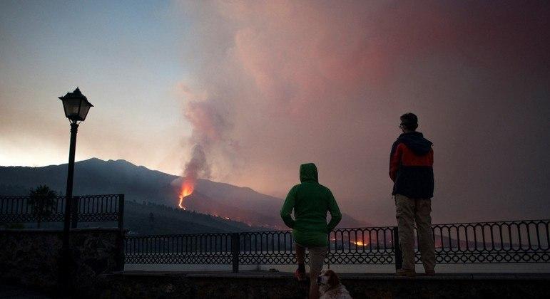 Erupção de vulcão em La Palma deve demorar para acabar, diz especialista
