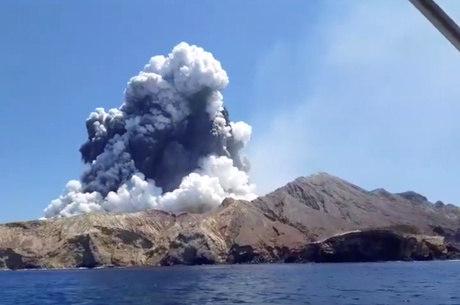 Atividade em vulcão paralisa  operações de resgate