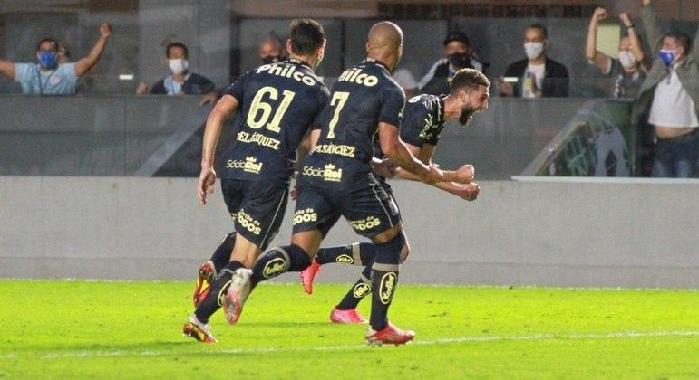 Wagner Leonardo comemora o gol da vitória do Santos sobre o Grêmio