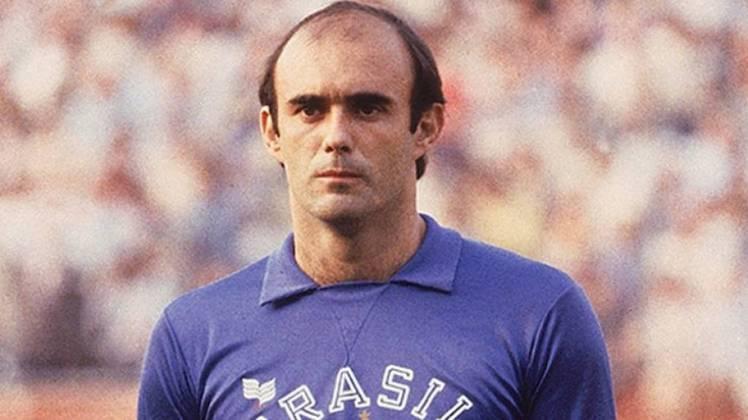 Waldir Peres - Goleiro titular da Seleção Brasileira na Copa do Mundo de 1982 e um dos grandes ídolos do São Paulo, Waldir Peres faleceu no dia 23 de julho de 2017, após sofrer um infarto fulminante.