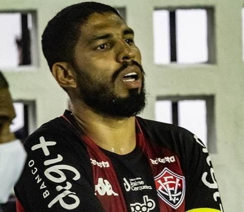 Wallace - zagueiro - 33 anos - defende o Vitória e disputa a Série B do Brasileirão com o clube baiano.