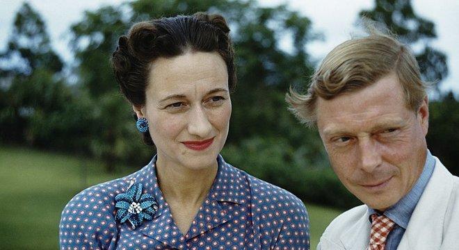 Rei Eduardo 8º abdicou do trono para se casar com a americana Wallis Simpson, que havia se divorciado duas vezes