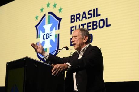 Feldman ressalta importância do futebol