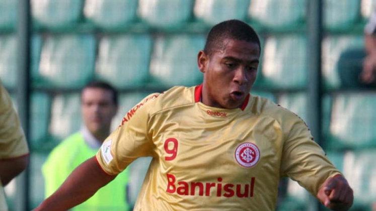 Walter (Internacional) - Walter começou no São José e despontou pelo Internacional. Foi vendido ao Porto, onde não se firmou. Teve uma temporada memorável pelo Goiás em 2017, e hoje defende o Vitória.