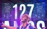 Em 2010, Walter foi comprado pelo Porto, junto ao Internacional, e reforçou a equipe portuguesa ao lado de Hulk, um grande amigo do jogador. Devido a algumas críticas ao seu peso, ainda lá em 2012, Walter deixou a europa e retornou ao Brasil