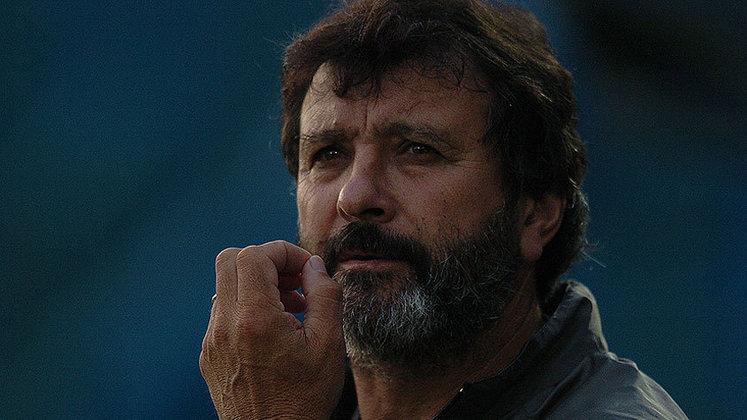 WALTER OLIVERA - Era chamado de índio. Uruguaio, logo depois que encerrou a carreira como jogador, em 1985, assumiu o time do Atlético Mineiro. Na verdade, ele havia iniciado a temporada ainda como jogador. O resultado: campeão mineiro de 1985, como jogador e treinador.