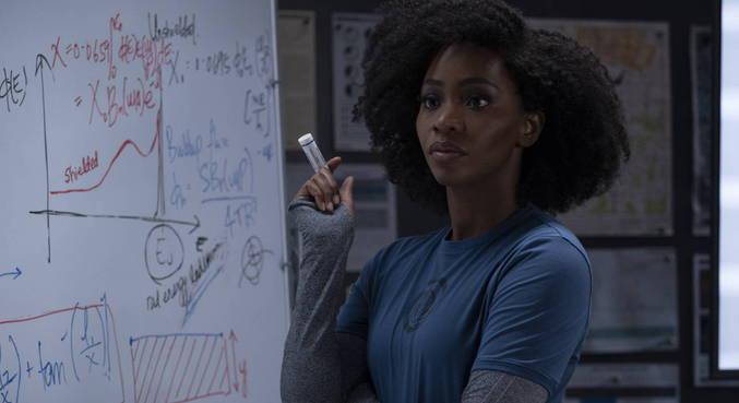 Teyonah Parris também brilha em cena como a agente Monica Rambeau
