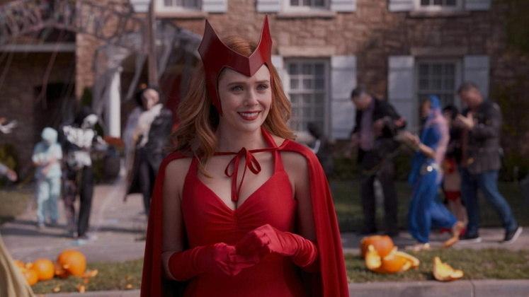 Apoio de Elizabeth OlsenHeroínas unidas! Scarlett Johansson recebeu o apoio de Elizabeth Olsen, a Feiticeira Escarlate da Marvel, em relação ao processo contra a Disney. Em entrevista para a Vanity Fair, Elizabeth elogiou a amiga, dizendo que ela é