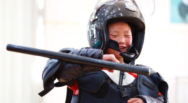 Sonho de Wang continua o mesmo: ele quer ser policial quando crescer