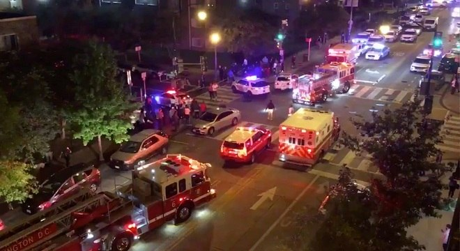 Ambulâncias e bombeiros se deslocaram para atender os feridos