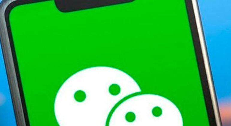 WeChat (disponível para Android, Windows Phone, iOS, BlackBerry, Symbian e computadores)