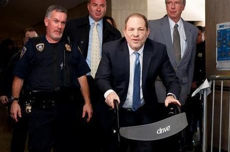 Harvey Weinstein chega ao tribunal no último dia de seu julgamento por estupro e assédio
