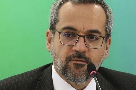 Coronavírus: ministro pede um plano para as escolas