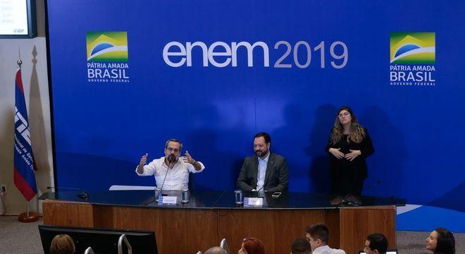 Ministro da Educação, Abraham Weintraub, e Alexandre Lopes do Inep após Enem