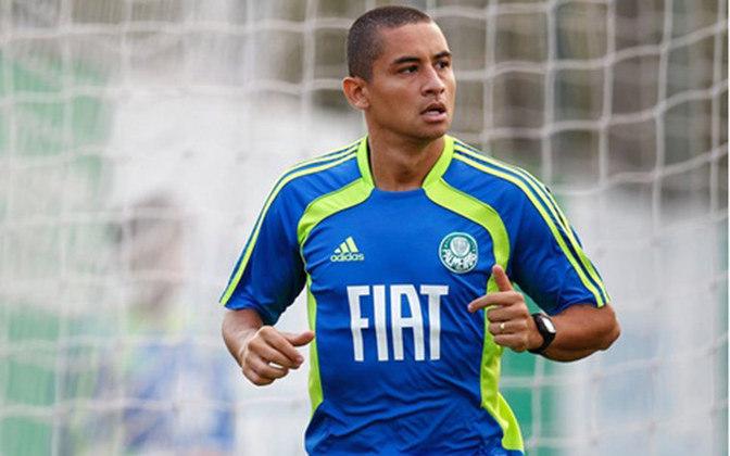 Wellington Paulista: O artilheiro do Fortaleza passava por um momento de indecisão na carreira em 2011. Naquele ano, ele foi emprestado ao Palmeiras, não agradou, e retornou ao Cruzeiro.