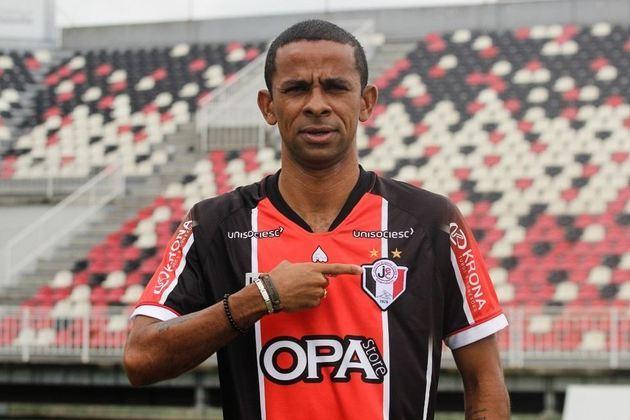 WELLINGTON SACI - O lateral-esquerdo e meia está jogando pelo Joinville, Mas já passou pelo Atlético-MG, um dos grandes do futebol brasileiro.