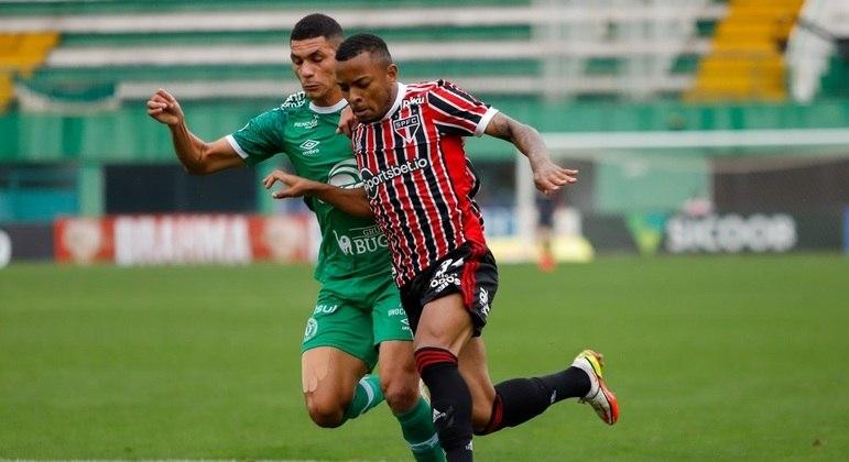 São Paulo teve o domínio do jogo, mas vacilou e levou empate da Chapecoense