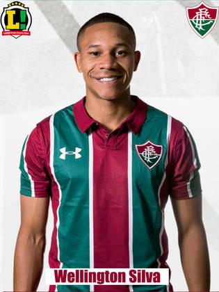 Wellington Silva - 4,5 - Com a avenida do lado direito do Fluminense, Wellington Silva tinha a missão de voltar para marcar e ao mesmo tempo arrancar para o ataque. Não conseguiu nenhum dos dois e foi mal, apesar das tentativas.