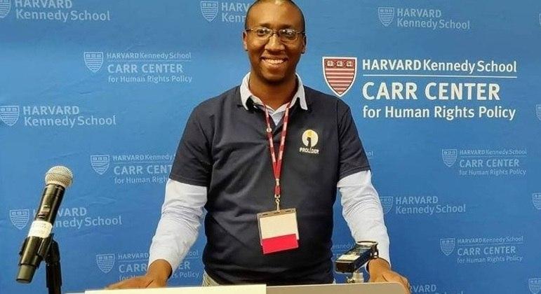 Primeiro brasileiro negro aprovado no MIT vendia picolé na infância