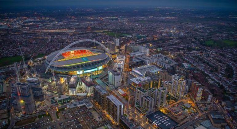 Wembley, na paisagem de Londres