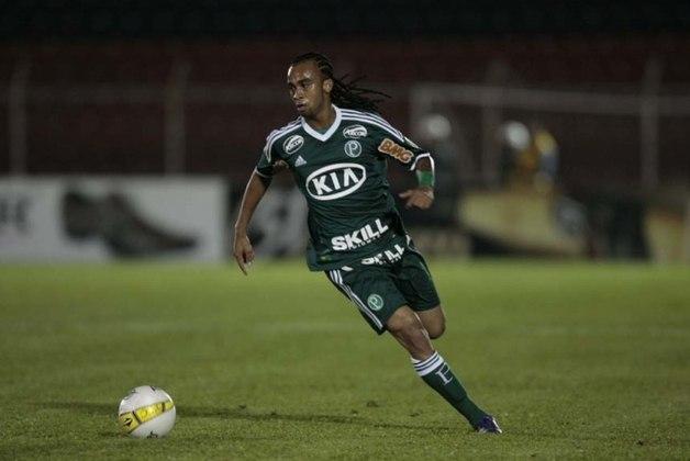 Wesley - O jogador chegou ao Palmeiras em 2012, com grande apelo da torcida pela sua contratação. Entretanto, sua passagem não ficou marcada positivamente.