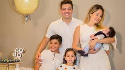 Wesley Safadão reúne família para comemorar 1º mês do pequeno Dom ()