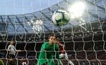 Soccer Football - Premier League - West Ham United v Newcastle United - London Stadium, London, Britain - March 2, 2019 Newcastle United's Martin Dubravka looks dejected after conceding their first goal REUTERS/Eddie Keogh EDITORIAL USE ONLY. No use with unauthorized audio, video, data, fixture lists, club/league logos or 'live' services. Online in-match use limited to 75 images, no video emulation. No use in betting, games or single club/league/player publications. Please contact your account representative for further details.