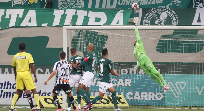 Weverton teve de mostrar, outra vez, porque é o melhor goleiro brasileiro da atualidade