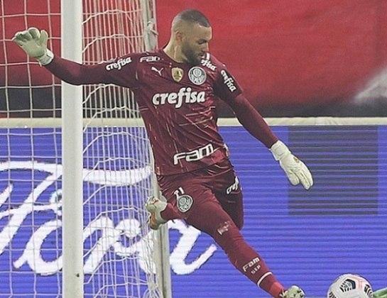 Weverton (goleiro): Após as Olimpíadas, acertou a sua transferência para o Palmeiras, clube onde está até hoje e cresceu de produção na última temporada, faturando a Libertadores e a Copa do Brasil pelo Verdão.