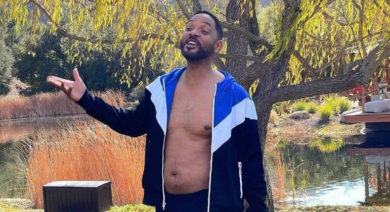 Will Smith mostrou sua barriguinha em foto  de sunga