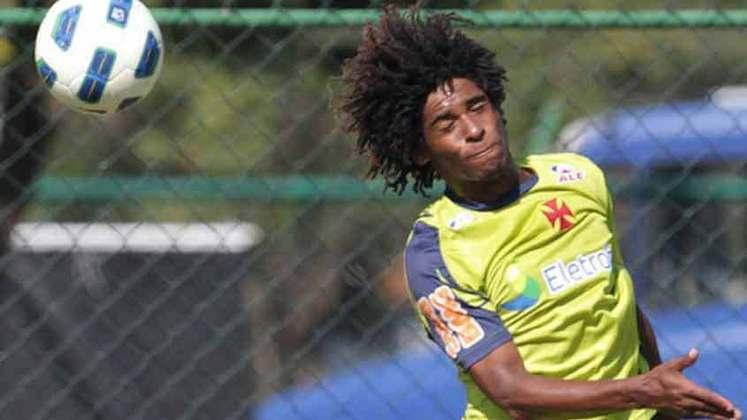 William Barbio (Vasco) - Rápido e driblador, William Barbio teve atuações promissoras no Vasco. Contudo, não rendeu o esperado e rodou por diversos clubes brasileiros. Hoje se encontra no Confiança.