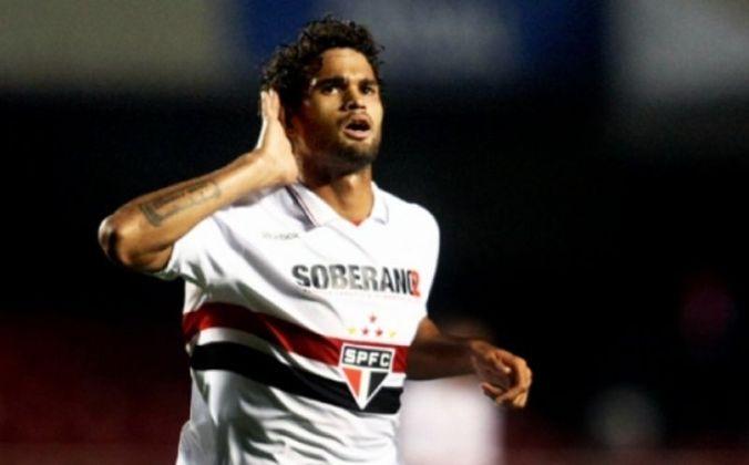 William José - O atacante William José estreou pelo Tricolor na vitória por 4 a 0 diante do Bragantino, no dia 19 de fevereiro de 2011. Na partida, que foi válida pelo Paulistão, o atleta balançou as redes uma vez.