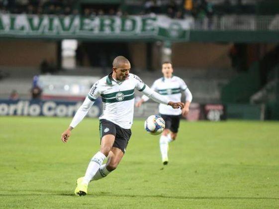 William Matheus - Outro que deixará o Coritiba em breve é o lateral-esquerdo William Matheus. Capitão da equipe em grande parte de 2020, o atleta tem proposta do futebol japonês.