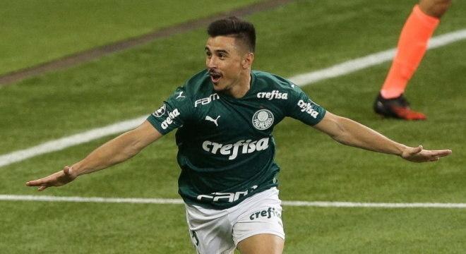 Willian comemora gol que abriu goleada por 5 a 0 diante do Bolívar