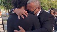 As lágrimas no abraço de Willian e seu pai Severino, na volta ao amado Corinthians