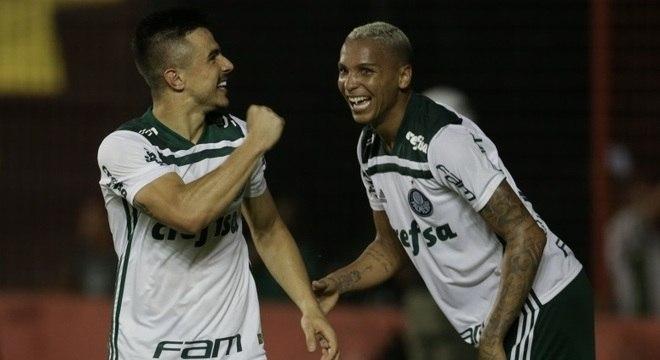 Willian Bigode comemora gol da vitória sobre o Sport, na Ilha do Retiro